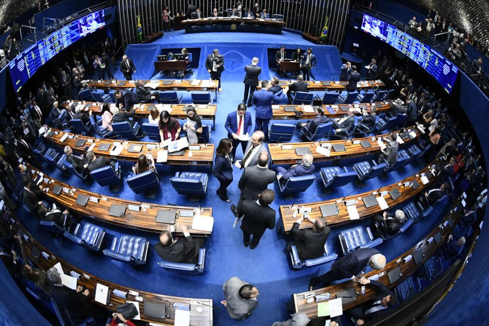 Senado Federal discutindo a PEC Paralela.